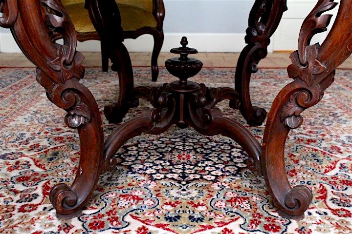 salon-table-bottom